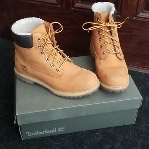 Lined classic Timberland winter boots
